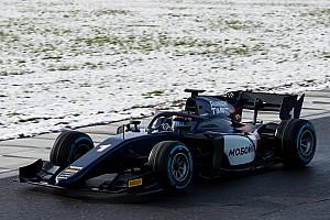 FIA F2 Son dakika Halolu yeni nesil F2 araçları, karlı güne rağmen piste çıktı