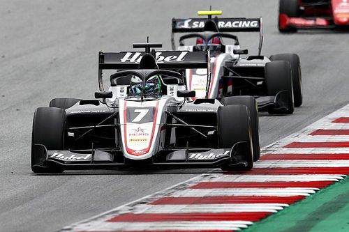 Смоляр провел яркую третью гонку Ф3, но не попал на подиум