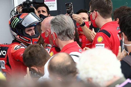 Photos - Bagnaia et les pilotes Ducati dominent, Quartararo résiste
