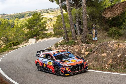 Spain WRC: Neuville closing in on victory as Ogier loses third