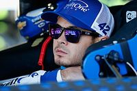 Ganassi ontslaat NASCAR-rijder Larson na racistisch taalgebruik