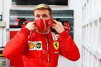 """Schumacher: """"Gelecekte Ferrari ile yarışmak istiyorum"""""""