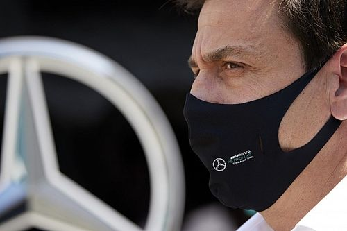 """Wolff: """"Dobbiamo tornare a essere competitivi con due vetture"""""""