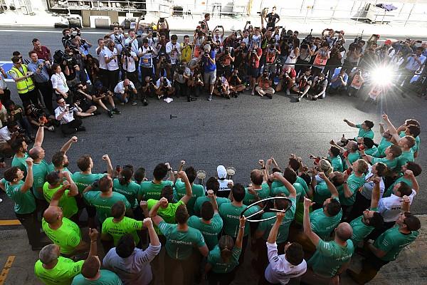 La historia detrás de la foto: flashes en la celebración de la victoria de Hamilton