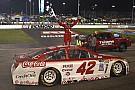NASCAR Cup Kyle Larson vince a Richmond in un finale caotico