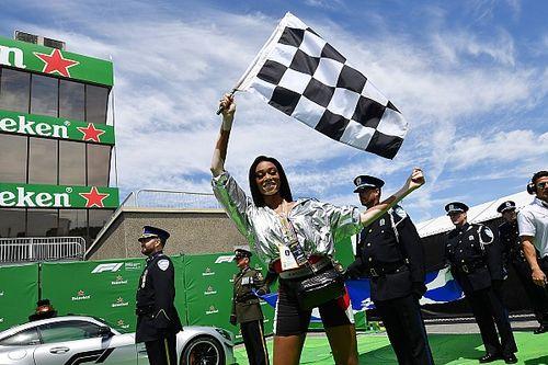 La modelo Winnie Harlow y la bandera a cuadros de la F1