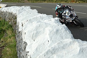 Isla de Man TT: Dunlop lidera la práctica de Superbike