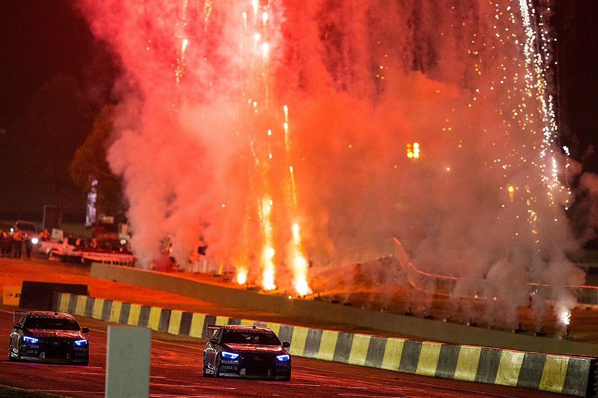 How night racing helped Sydney fall in love with Supercars