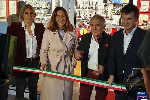 Giacomo Agostini inaugura la sua sala dei trofei a Bergamo