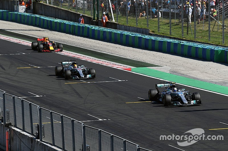 """Hamilton aceptó que dejar pasar a Bottas fue un movimiento """"arriesgado"""""""