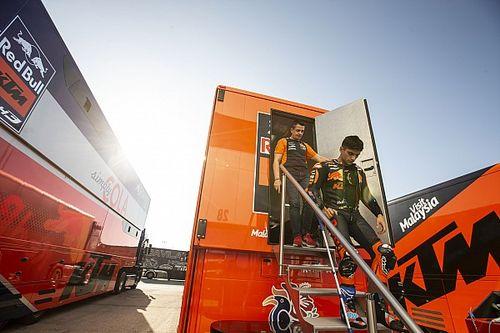 В MotoGP новое имя. Этот парень стал чемпионом Moto3, а теперь ведет переговоры с Ducati