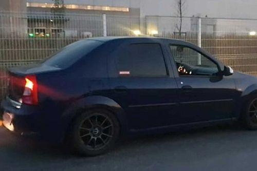 Ez csak egy átlagos Dacia – amíg fel nem pattintod a motorháztetőt