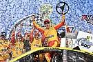 NASCAR Логано выиграл в Талладеге и прервал годовую серию без побед
