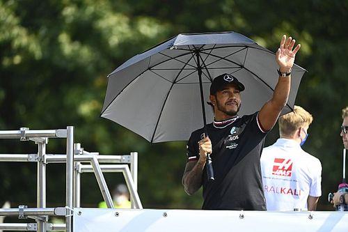 """Hamilton: """"Van egy versenytársunk idén, aki egyenrangú, ha nem erősebb nálunk"""""""