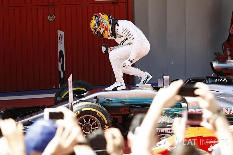 Hamilton boekt felbevochten zege in Spanje, Verstappen snel klaar