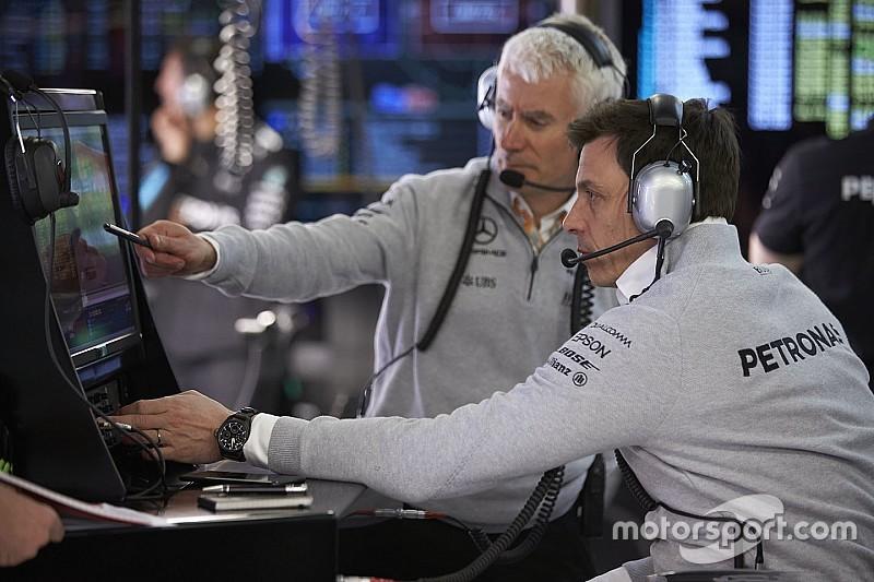 Mercedes trabajó 24 horas durante 10 días para mejorar el coche