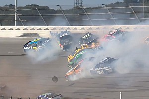 NASCAR Nieuws Video: Brokkenrace in Talladega