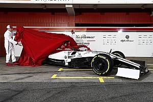Галерея: презентація Alfa Romeo на піт-лейні в Барселоні