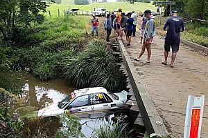 Ралі Австралія: машина затонула після страшної аварії