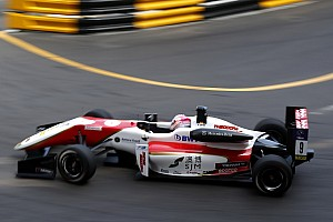F3 Gara Callum Ilott vince la Qualifying Race a Macao