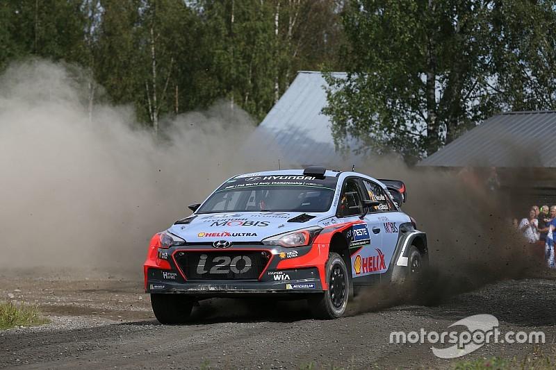 Para pembalap Hyundai Motorsport bertarung sampai akhir di Reli Finlandia