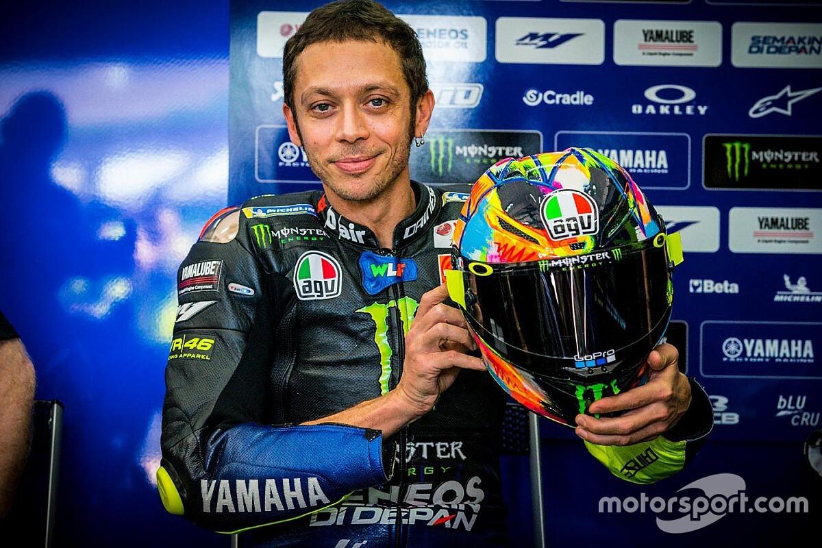 Rossi estrena un casco único pintado a mano en Sepang