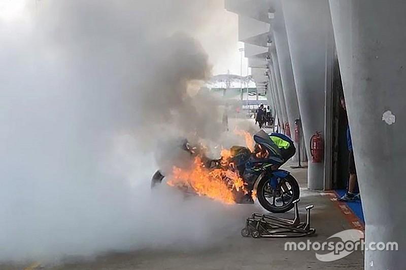 Ринс проехал быстрейший круг в тренировке на том самом мотоцикле, который едва не сгорел в боксах