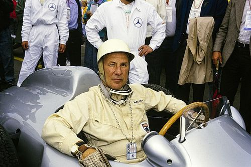 Permanent memorial to Stirling Moss unveiled at Shelsley Walsh