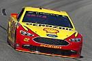 NASCAR Sprint Cup Joey Logano gana una primera etapa accidentada en Richmond