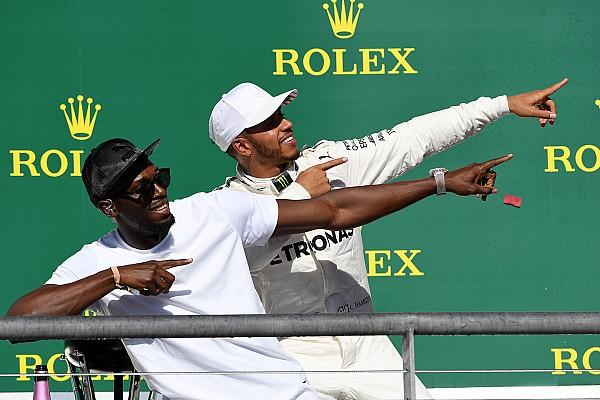 Formula 1 Fotoğrafın ardındaki hikaye: Hamilton 'Şimşek Bolt' hareketini yapıyor