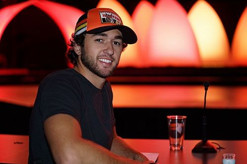 Chase Elliott, Ryan Blaney to judge Hooters International Pageant