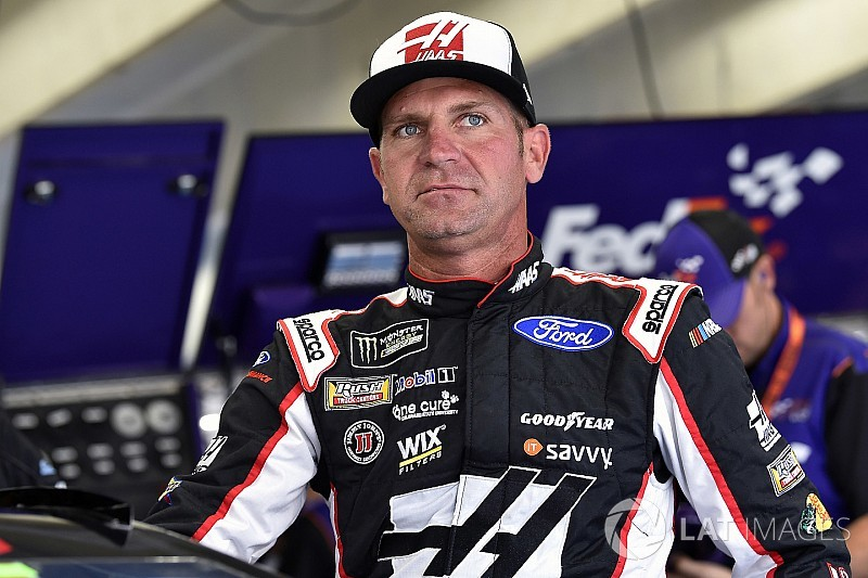 Clint Bowyer leads Ford armada in first Cup practice at Daytona