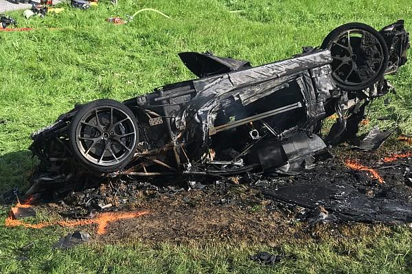 Richard Hammond ontsnapt aan erger bij enorme crash heuvelklim