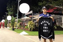 Sergio Pérez, Sahara Force India con una chaqueta sobre México