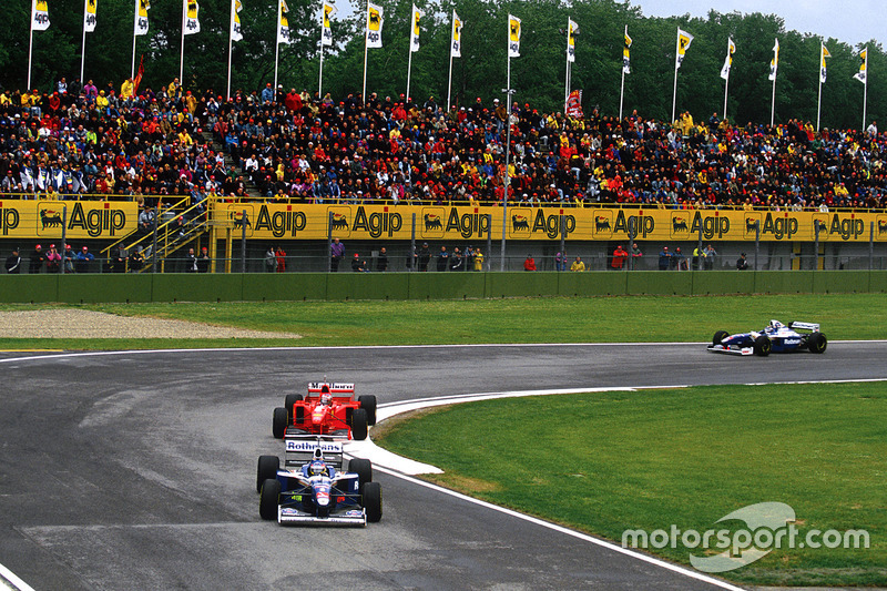 Villeneuve vor Schumacher und Frentzen