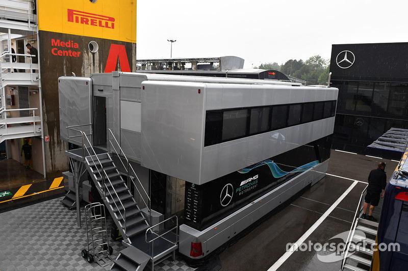 Грузовики Mercedes AMG F1