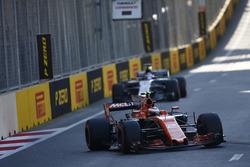 Stoffel Vandoorne, McLaren MCL32, leads Romain Grosjean, Haas F1 Team VF-17