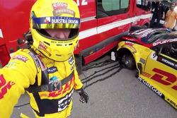 После аварии: Том Коронель, Roal Motorsport, Chevrolet RML Cruze TC1