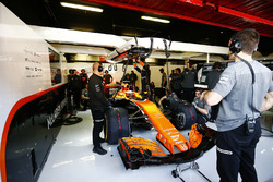 Stoffel Vandoorne, McLaren, in his garage