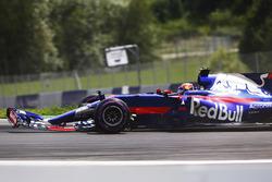 Даниил Квят, Scuderia Toro Rosso STR12: сломанное переднее антикрыло