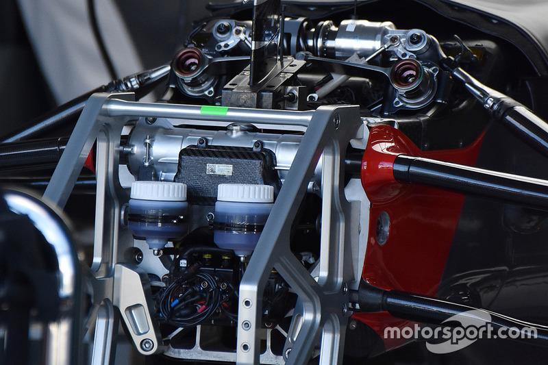 哈斯VF17赛车前轮悬挂细节图