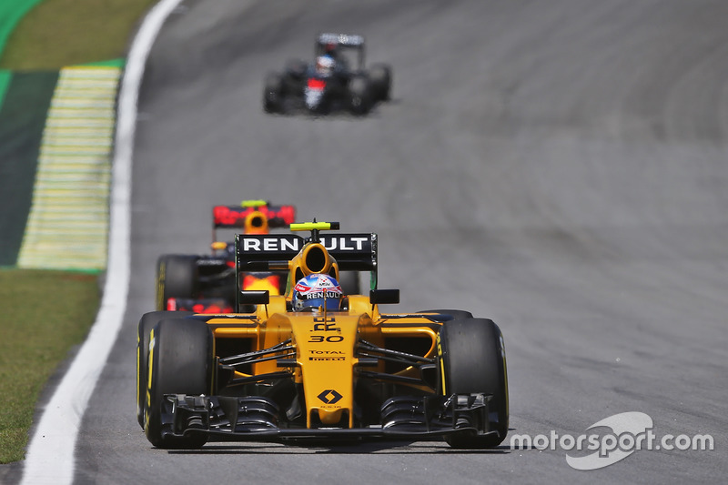Jolyon Palmer (GBR) Renault Sport F1 Team RS16. 11.11.2016. Formula 1 World Championship, Rd 20, Brazilian Grand Prix, Sao Paulo, Brazil, Practice Day. - www.xpbimages.com, EMail: requests@xpbimages.com - copy of publication required for printed pictures. Every used picture is fee-liable. © Copyright: Moy / XPB Images