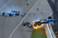 Scott Dixon, Chip Ganassi Racing Honda, Jay Howard, Schmidt Peterson Motorsports Honda involved in a huge crash