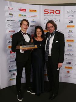 Sean Edwards Trophy winner, Jules Szymkowiak with Daphne McKinley Edwards, Chairman and Founder of Sean Edwards Foundation