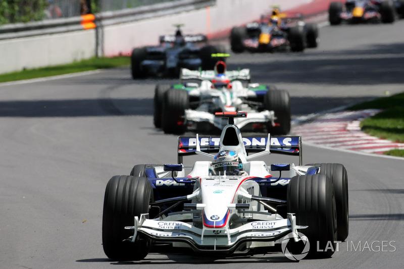 А непосредственным лидером гонки стал Ник Хайдфельд – для BMW Sauber все складывалось просто сказочно