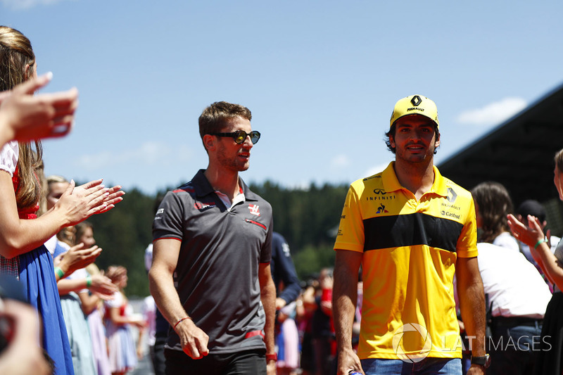 Romain Grosjean, Haas F1 Team, and Carlos Sainz Jr., Renault Sport F1 Team, in the drivers parade
