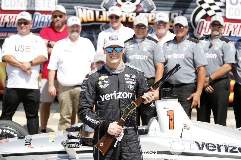 Josef Newgarden, Team Penske Chevrolet receives a Henry repeating rifle for winning the pole