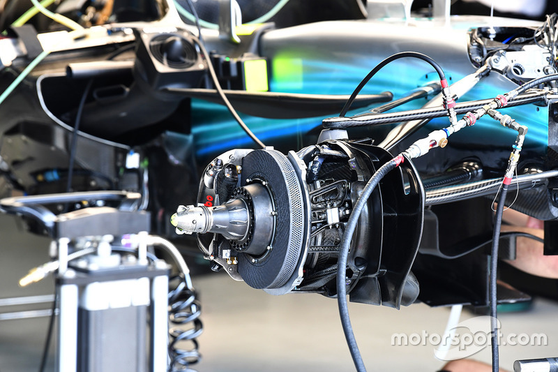 Mercedes-Benz F1 W08 voorremconfiguratie