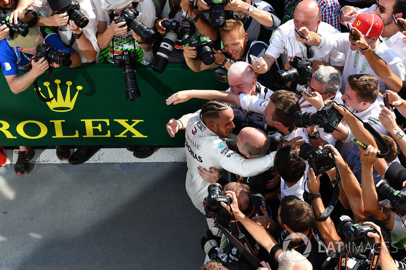 Pemenang: Lewis Hamilton, Mercedes AMG F1 W09