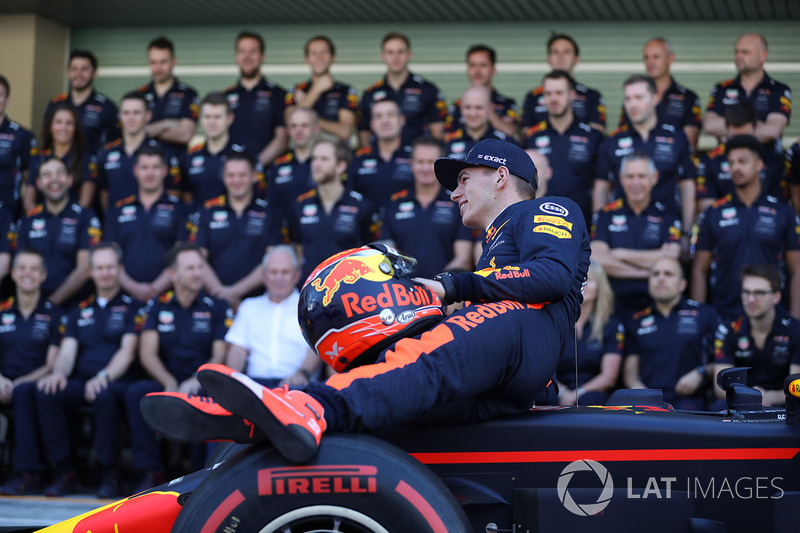 Max Verstappen, Red Bull Racing en la foto de equipo Red Bull Racing